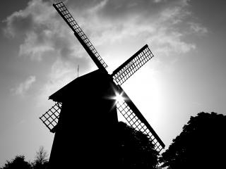 обои Силуэт мельницы на фоне Солнца фото