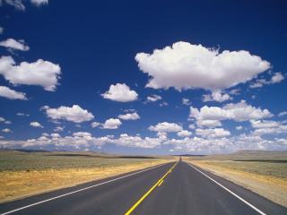 обои Дорога под облаками фото