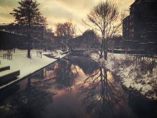 обои Зима в городе,   маленький городской пруд,   закат фото