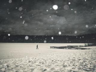 обои для рабочего стола: Прогулка по зимнему озеру