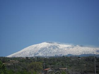 обои Городок у вулкана этна фото