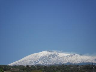 обои Дымящий вулкан Этна фото