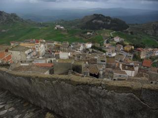 обои Лестница идущая от храма в деревню сутера фото