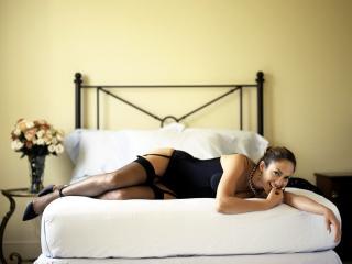 обои Дженифер Лопез на кровати в эротичном белье фото