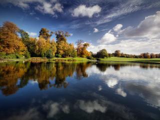 обои Осенний пейзаж у тихого пруда фото