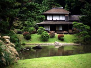 обои Японский домик с ландшафтным дизайном у реки фото