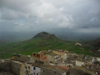 обои для рабочего стола: Вид сицилийского поселка из горы