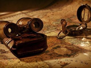 обои Старинный бинокль и компас на карте фото