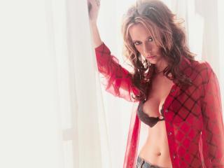 обои Jennifer Love Hewitt в красной рубашке фото