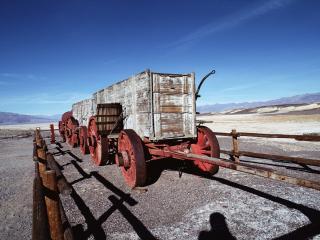 обои Воз с деревяными контейнерами фото