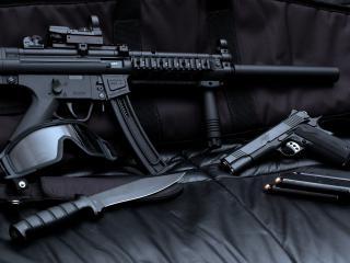 обои Автомат и нож,   пистолет с обоймами фото