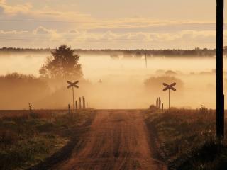 обои Дорога в туманный поселок фото