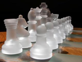 обои Белые фигуры шахмат фото