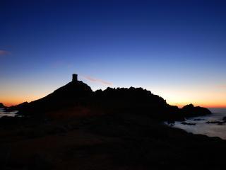 обои На горизонте маяк у моря фото