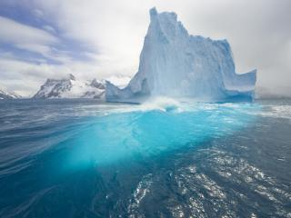обои Солнышко у айсберга фото