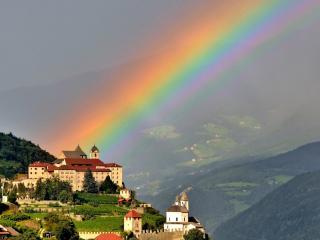 обои Яркая радуга над замком фото