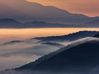 обои Туман на горно-речном массиве фото