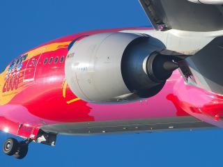 обои Самолет ярко красного цвета