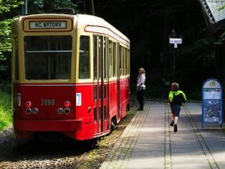 обои На трамвайной остановке фото