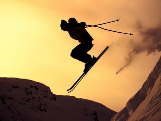 обои Прыжок горнолыжника с крутого спуска фото