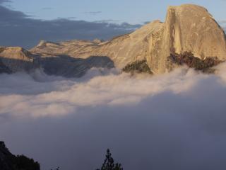 обои В горах облака фото