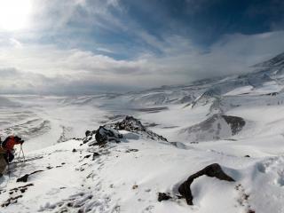 обои Восхождение на снежные горы фото