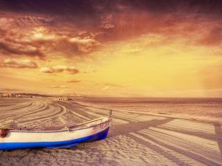 обои Лодка на песке фото