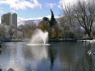 обои Зимний фонтан в городе фото
