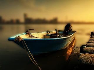 обои Пустая моторная лодка фото