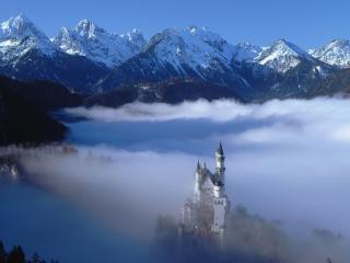 обои Замок высоко в горах фото