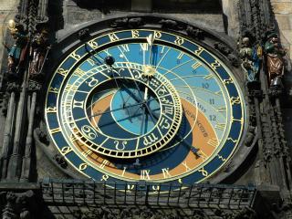 обои Часы зодиакальные на стене фото