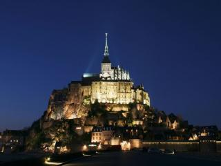 обои Замок над городом фото