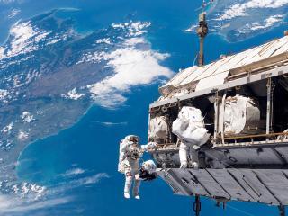 обои Космонавты на станции фото