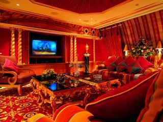 обои Домашний кинотеатр с богатым интерьером фото