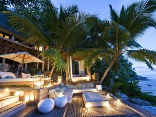 обои Райский уголок под пальмами фото