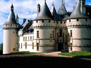обои Замок из белого кирпича фото