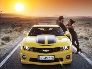 обои Chevrolet,   девушка и парень фото