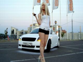 обои Белая Audi и девушка фото