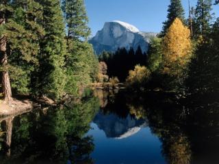 обои Озеро,   гора и деревья фото