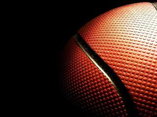 обои Освещенный баскетбольный мяч фото