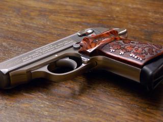 обои Пистолет с красивой рукояткой фото