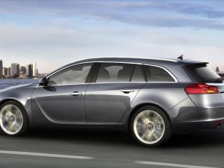 обои Opel Insignia мчится по набережной фото