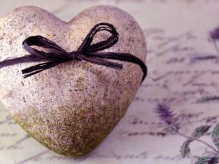 обои Письмо и сердечко-камень, обвязанное шнурком фото