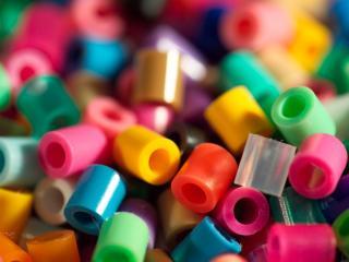 обои Разноцветные пласмасовые трубочки фото