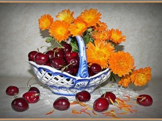 обои Натюрморт - Вишни и цветы в вазе фото