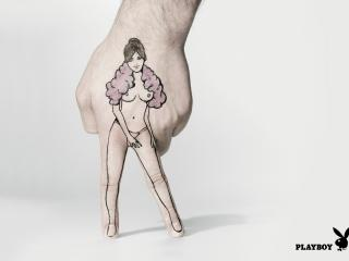обои Рисунок девушки с нагой грудью на руке мужской фото