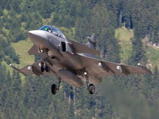 обои Самолет над горным лесом фото