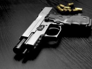 обои Черный пистолет с патронами фото