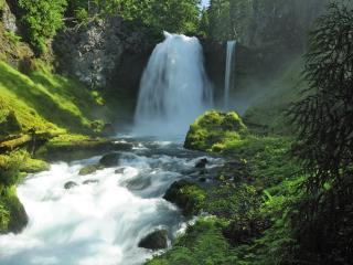 обои Водопад горной реки в лесу фото