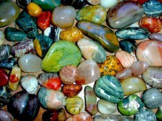 обои Разноцветные морские камешки фото